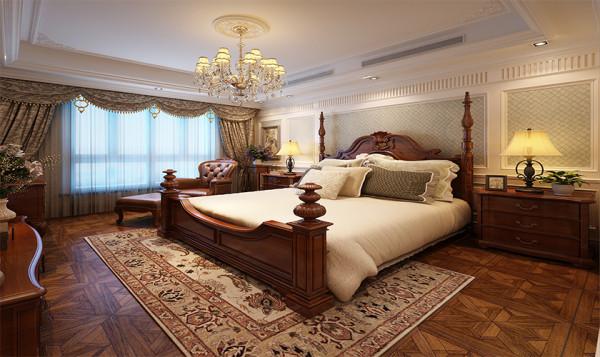 卧床上的高柱可以悬挂曼妙的帐幔,符合女主人的优雅的品味与审美