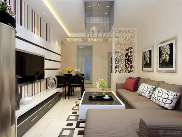 本方案以暖色调为主,客厅墙面为白色乳胶漆。电视背景墙:电视背景墙是一大亮点。采用黑色镜面和偏白色的木材相结合,这样看起来比较大气、宽敞。