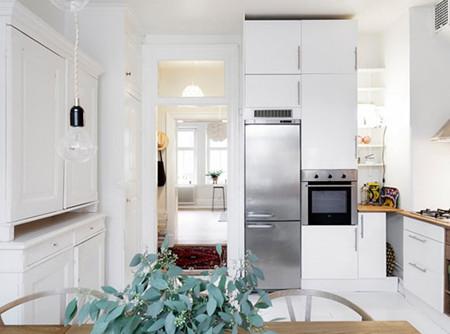厨房,白色的主基调下暗藏着一抹自然地绿,简单又清爽。