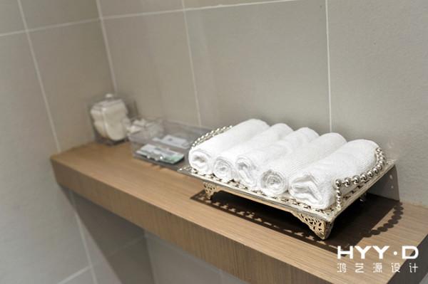 镂空毛巾架细致讨巧,精美的细节凸显出产后修复中心从一点一滴照顾妈妈们的感受,也传达出高雅的品味与格调。