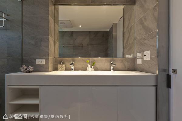 洗手台以人造石打造,且一体成形的方式设计,结合镜面的安排,让空间更显宽敞、干净的视觉效果。