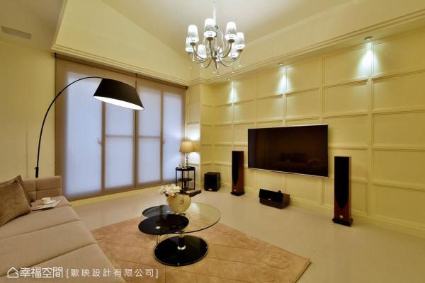 欧映设计利用几何矩形造型做为电视墙设计,并结合浅色调带出温馨氛围。