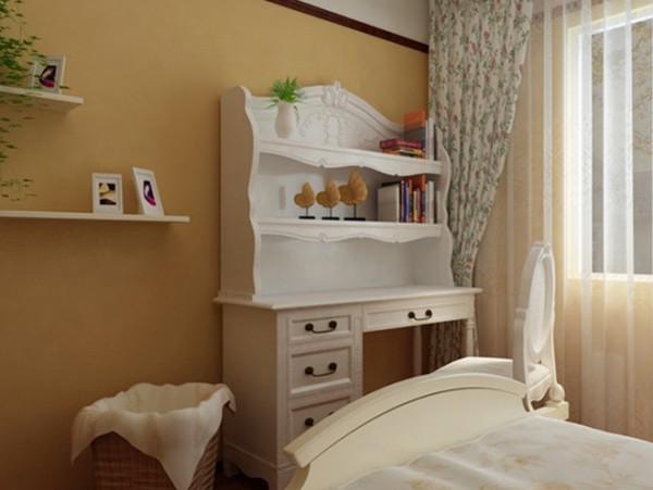 设计说明:床尾处白色简洁大家具,搭上纱质的窗帘,朦胧之美油然而生。