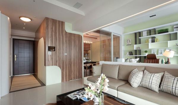 现代简约风格,配色简洁大气,细节之处设计的很到位,最喜欢书房的玻璃隔断,既让客厅空间感觉更开阔,又能给书房一个独立的空间。