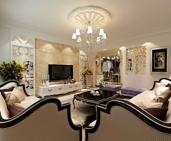 室内墙面米色经典壁纸、简单精致而不失俗气的吊顶及灯饰。