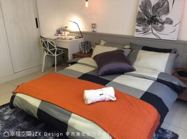 保留明亮的色调,在床头与柜面以轻浅内敛的色彩做堆栈,创造宁静、纾压的空间调性。