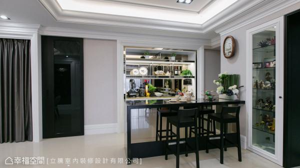 在家就能感受轻松惬意的心情,特别设计一区吧台空间,让屋主可以小酌或品茗。