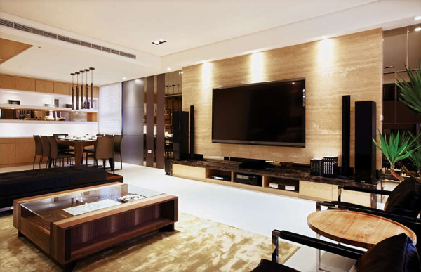 客厅米洞石的电视墙、自然採光与植栽等营造了寧静而优雅的氛围