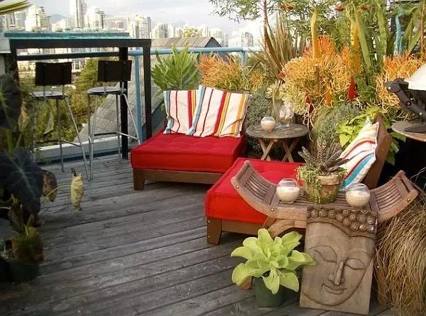 如果你非常渴望一些朴实的感触,你完全可以把整个天台改造成小庭院。