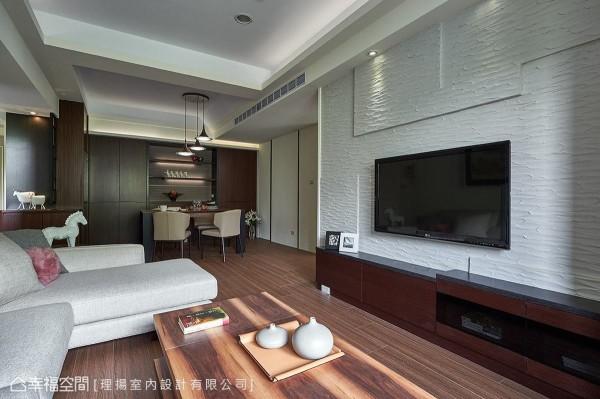 纹理鲜明的客厅桌几与造型简约的饰品摆设,让禅风韵味更显醇厚。