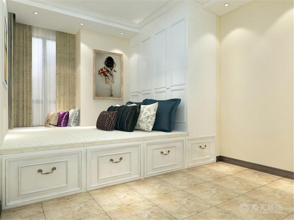 布艺简洁的美式沙发和赋有地中海气息的餐桌餐椅使美式地中海风格浑然一体,做到每一样家具和画面都是独具匠心的。地面全部采用仿古砖铺装,吊顶采用石膏线圈边的方式;墙上采用美式挂画,钟表来做点缀。