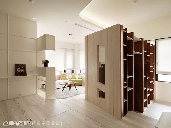 圆角造型的储藏室避开直角带来的锐利感,结合壁面的通透设计,让光线能穿梭于室内,凸显原有的明亮格局优势。