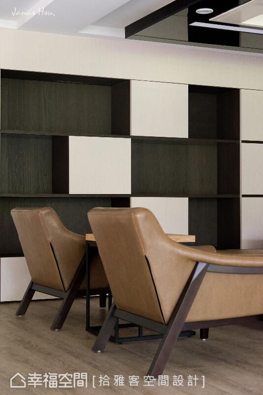 运用层板框出虚实相映的开放柜体,如此灵活设计赋予机能柜体更多可能性。
