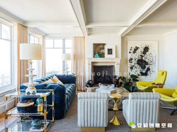 房间里的各个区域是连贯的,里面有一个开放的厨房以及就坐休息区。