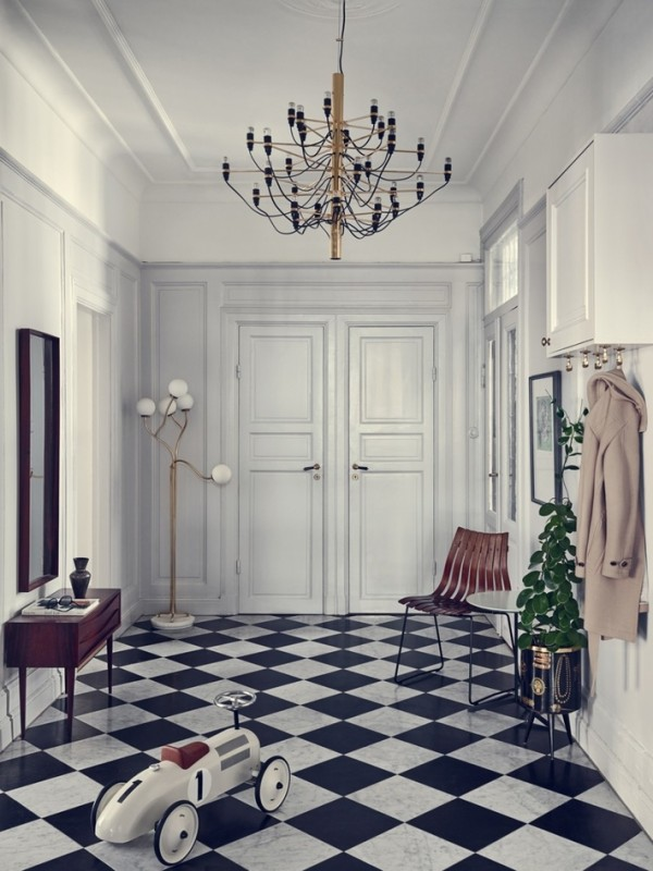 Joanna Lavén丨混搭传统与现代,造型师们总是擅长将看似冲突的物件彼此融合,在传统拼花地板、古典雕饰的天花板或经典欧式墙壁的空间内,Joanna将一系列现代家具、带有强烈设计特征的家饰加入其中,整体极其统一。