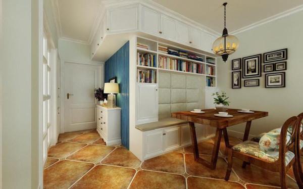门厅设计: 门厅女业主的鞋及包是较多原有过道比较窄所以利用了厨房的墙体做了个通体的鞋柜。蓝色的护墙板称托了颜色对比。