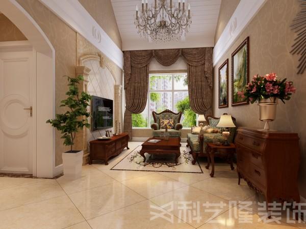 室内多采用带有图案的壁纸、窗帘帐幔及欧式装饰画,体现华丽的风格。家具门窗多漆为白色,造型设计上既突出凹凸感,又表现出优美弧线感。