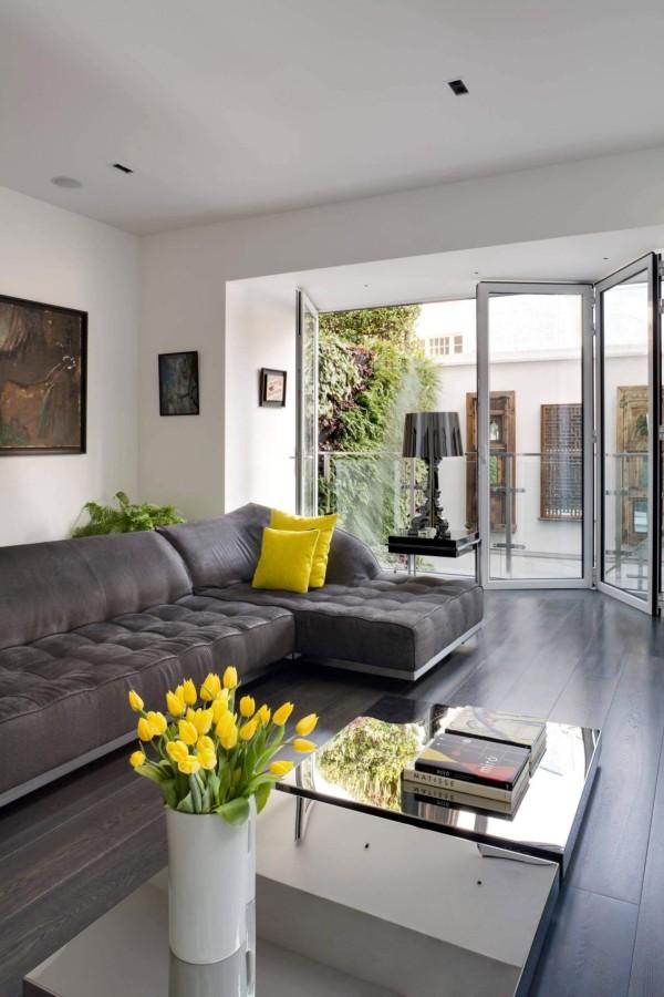 房子的主人真可谓精力充沛,在兼顾事业和家庭需求的前提下,想方设法按照自己的意愿打造出了这个奢华舒适的居家空间。