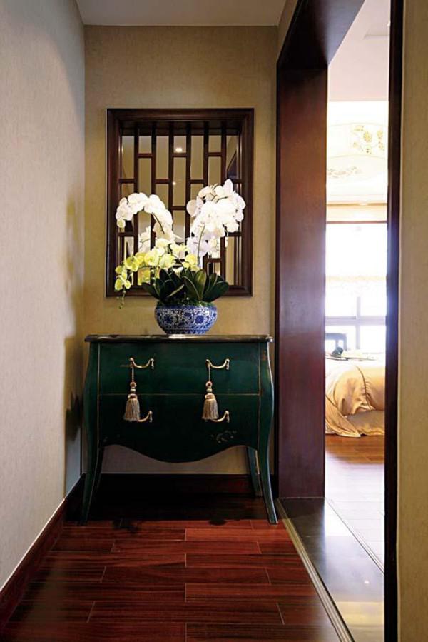 玄关的设计,绿色的柜子设计上别具一格