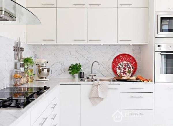多功能的厨房储物设计,吃货再也不担心没有地方放食物了。