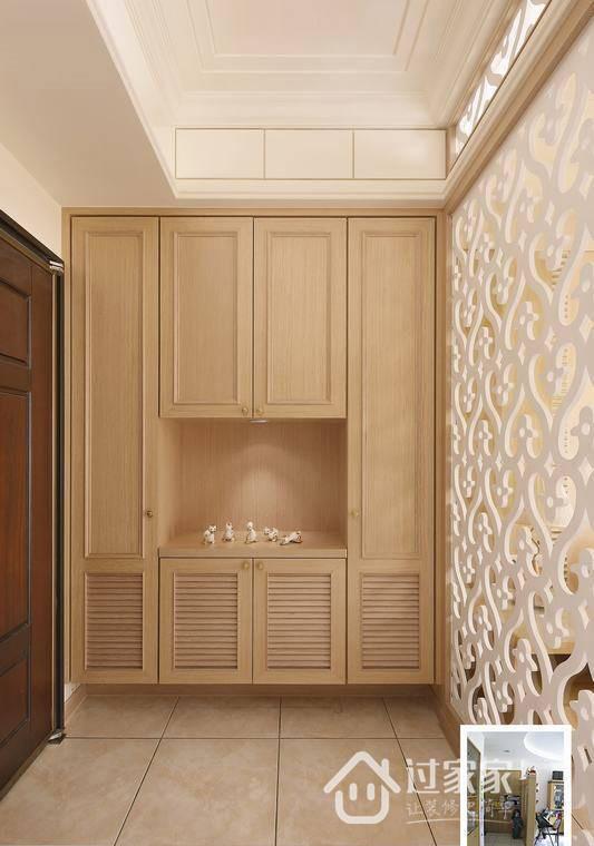 地材以雾面石英砖为主,透过欧洲白橡作为柜体材质,悬挂式的设计,系为了让空间有延展的旨趣,兼具展示及收纳的使用机能,隔屏宽面的设计,增加了二者间的空间尺度。