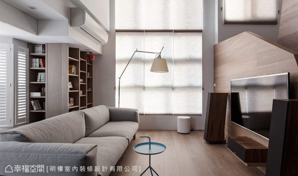 明楼设计以大面窗户引入充足的自然光,让空间更显自然与宽敞。