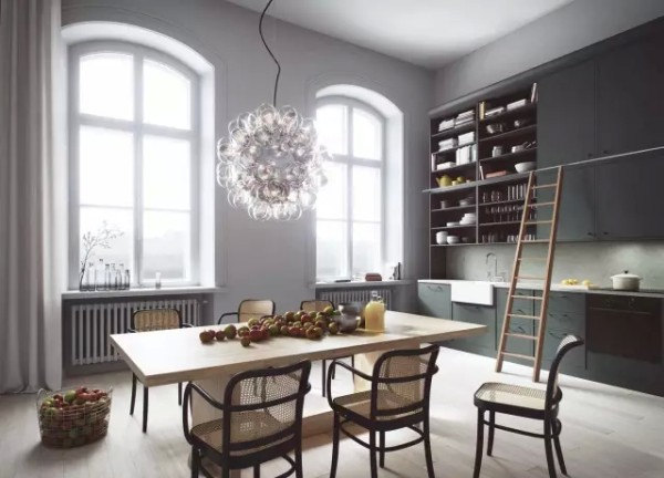 ▲厨房是定做的,几个风格迥异的厨房设计,简约且美感十足。