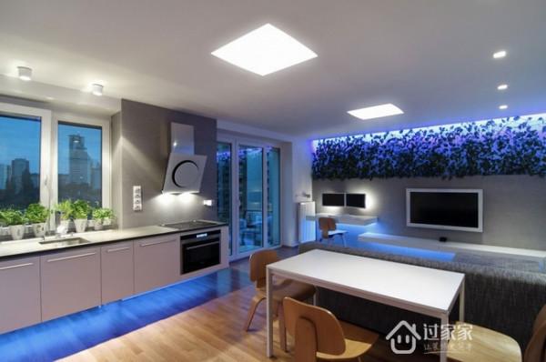 空白的背景墙用照片装饰布置,单调的墙壁瞬间变得温馨有爱,宽敞冰冷的客厅也一下子显得温暖了许多。