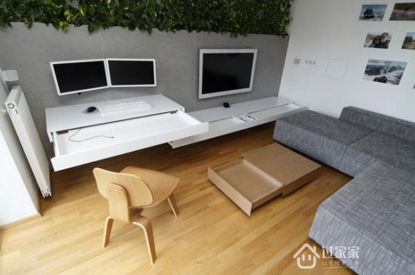 电视墙上半部分用绿色植物填充,削弱了现代化风格公寓给人的冷冰感,为公寓注入了生机与活力
