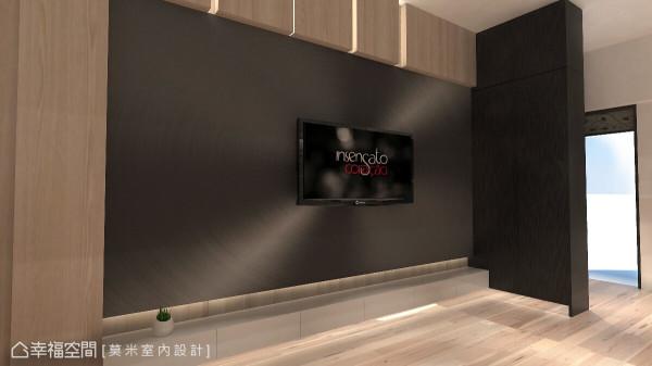 黑色金属板框构出电视墙主体,光源随着不同角度予以折射,让空间更显大器。 (此为3D合成示意图)