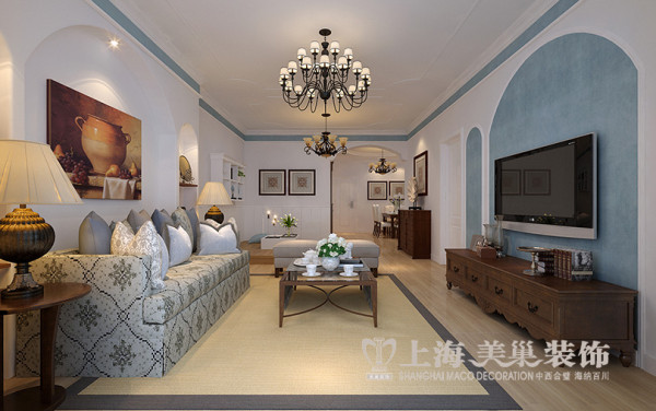 郑州逸泉小区装修设计地中海风格三室两厅120平居室设计案例——客厅样板间效果图,120平方的大两房,客餐空间都非常大,客户也是三口之家,并不需要额外的卧室空间,整体风格清新明亮。地中海风格的地位也很恰当。