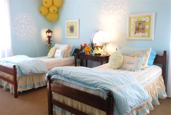1、板式家具、胶粘剂释放大量甲醛 室内装饰设计中的胶合板、细木工板、中密度纤维板和刨花板等人造板材,其中用到的胶粘剂是释放甲醛原因之一,甲醛释放过程很长,可达数十年。