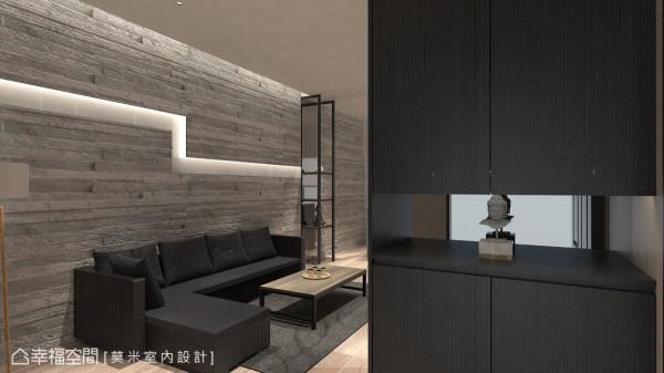 进入室内后,右侧以展示柜作为摆设,营造一处缓冲空间,也区隔出内外领域。 (此为3D合成示意图)
