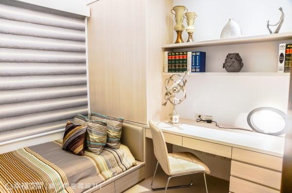 满足空间各部机能,悉心设置收纳与阅读的机能,在床头部分统整柜体与书桌,兼具实用与设计感。