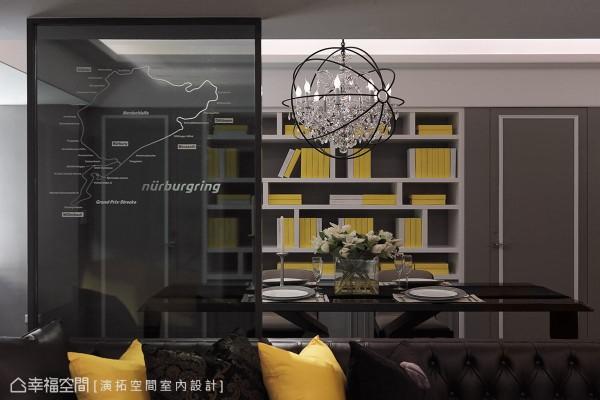 将纽柏林赛道的图案刻划在沙发后方的玻璃隔屏上,将屋主的个人兴趣融入居家设计当中。