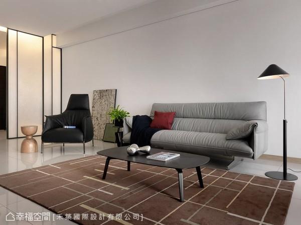 大量留白的空间基底中,透过家具的选搭,创造秾纤合度的美感比例。
