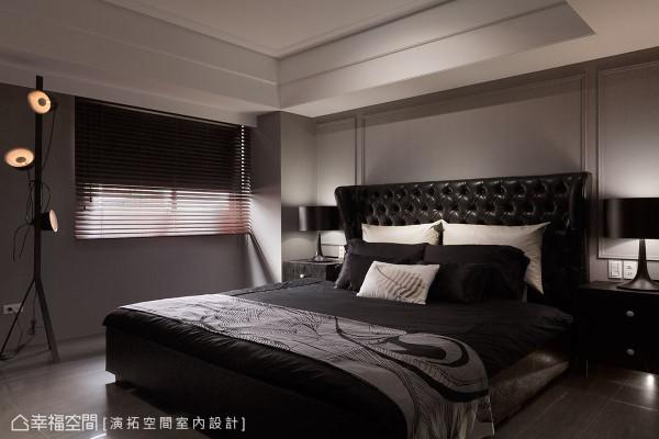 主卧空间同样以沉稳、时尚为题,简约色调搭配古典造型语汇,融合出成熟稳重场域气息,衬托出屋主的个性品味。