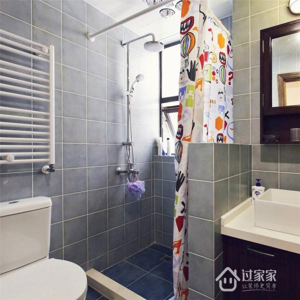 电热毛巾架绝对属于浴室神器,不仅可以排除浴室的湿气,还可以让你在寒冷的冬天用上暖暖的毛巾。