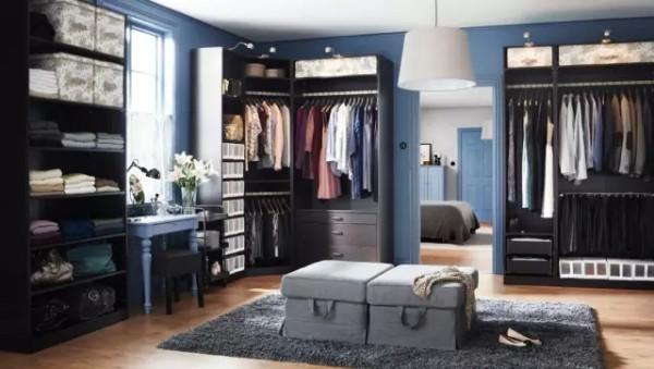 作为婚房,当然是少不了给自己和老婆准备的衣柜了,好歹也是有家室的人,总得备几身体面的衣服吧。