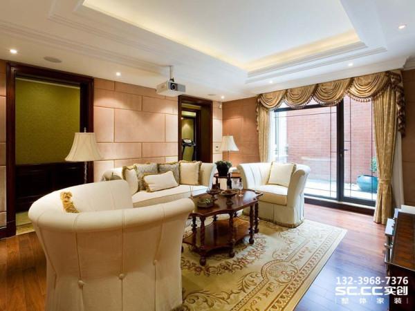 设计 理念浅色系的沙发、木质家具搭配一株绿色的植物,传递着简洁、舒适的气息,在淡黄色光线的映衬下,呈现出雅致浪漫的韵味。明亮的光线从宽大的窗户照进,让客厅空间显得宽敞大气。 主材 说明福乐阁乳胶漆