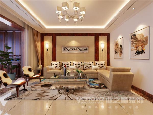 利用暖黄色调打造客厅空间的简欧风格,沙发背景墙和吊顶都简化了欧式风格的线条,地毯的铺设围起了一个交流的空间