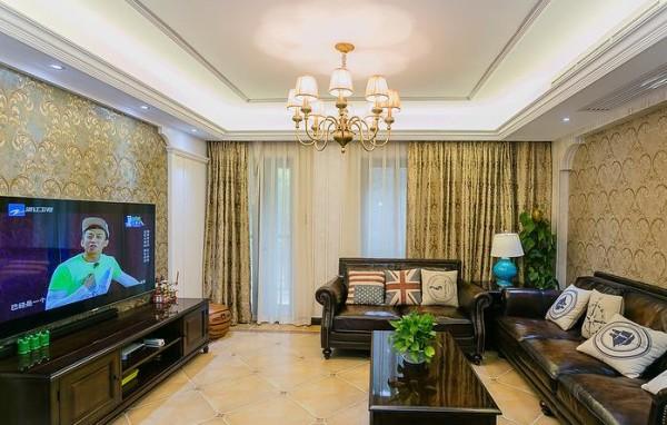 客厅窗帘增添温馨感