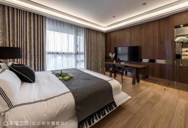 针对屋主的机能需求,在床的对向设置电视与书桌,并以曲线立面让空间增添律动感。