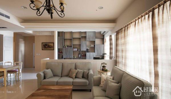 以大地色系为空间基调,透过木作家具与布质沙发的妆点,散发浓厚的自然原味。