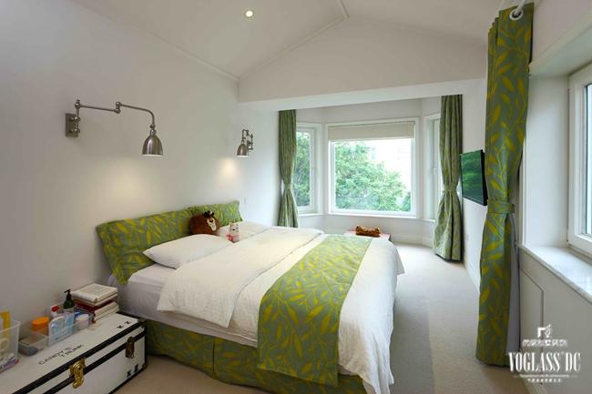 卧室图片来自成都尚层别墅装饰装修公司在现代简美风格作品的分享