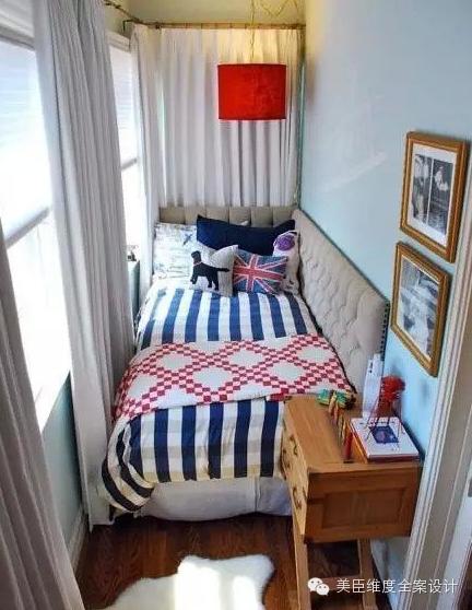 卧室篇 像这样把小床搬到阳台,也是解决小户型空间不足的好办法。阳台安装储物柜: