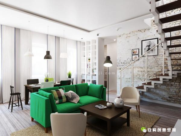 就像是这个相同的空间由鲍里斯 · 亚历山德罗夫设计的两个不同风格的方案,(你觉得哪个视方案觉效果好看?)一种是开放式布局宜家风格,矮矮胖胖的餐桌椅,平织的地毯。