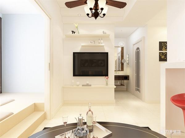 在平面布局上强调空间的自然融合。客厅空间讲究精巧丰富,纯白色墙面让整个空间更加丰富多彩,沙发背景墙以简单相框装饰,客厅地面通铺浅黄色抛釉砖,吊顶为石膏板的造型,