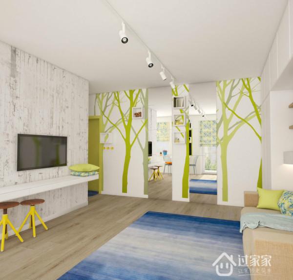 墙上不规则的贴着绿树的壁纸,多了自然的味道