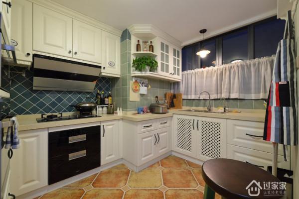 厨房小橱柜十分精巧。